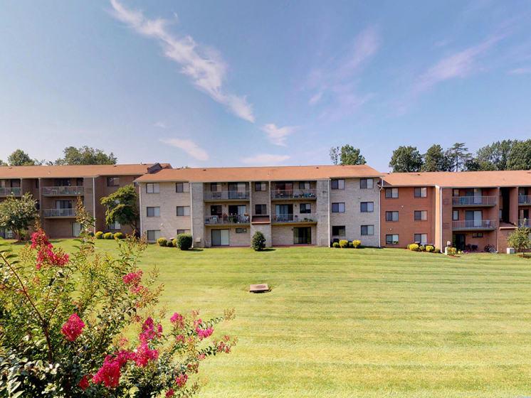 large grassy area at Gainsborough Court Apartments, Fairfax, 22030