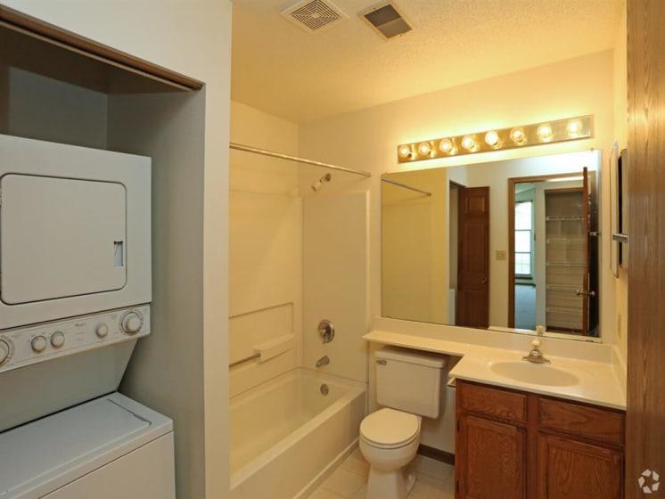 Large Soaking Tub In Bathroom at Deer Run Apartments, Brown Deer