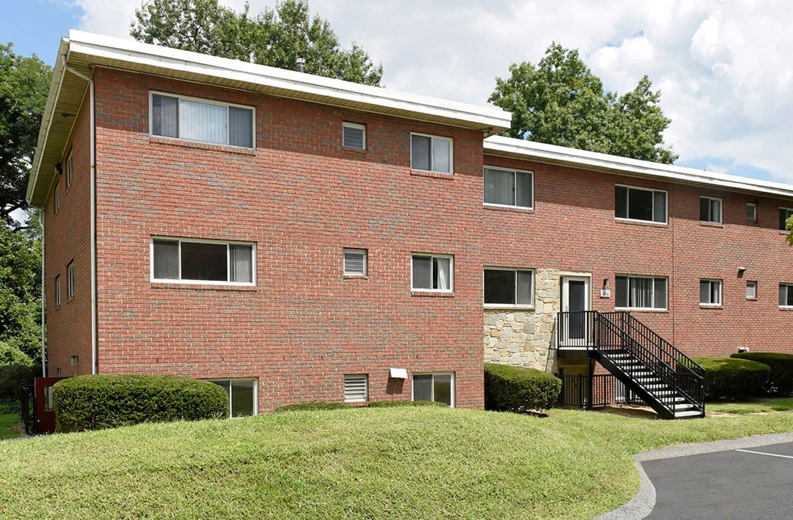 Renovated Apartment Homes Available at Stevenson Lane Apartments, Towson, MD, 21204