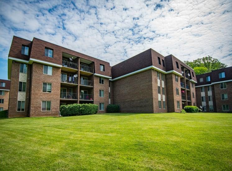 Oakton Park Apartments Building Exterior Far 25