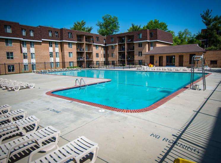 Oakton Park Apartments Pool 01