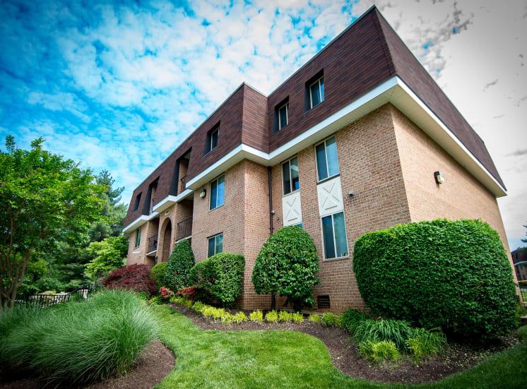Oakton Park Apartments Building Exterior 05