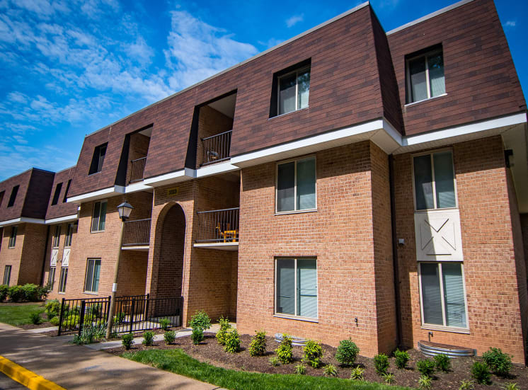 Oakton Park Apartments Building Exterior 09