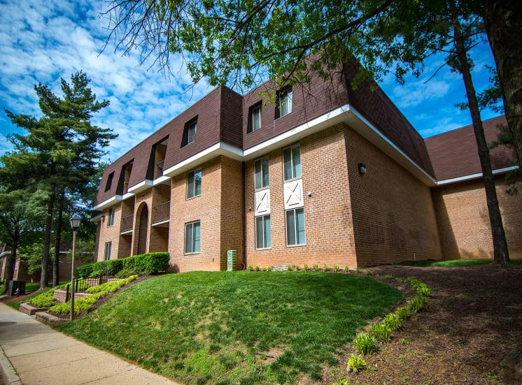 Oakton Park Apartments Building Exterior 14