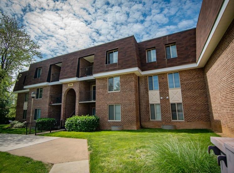 Oakton Park Apartments Building Exterior 42