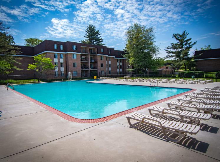 Oakton Park Apartments Pool 04