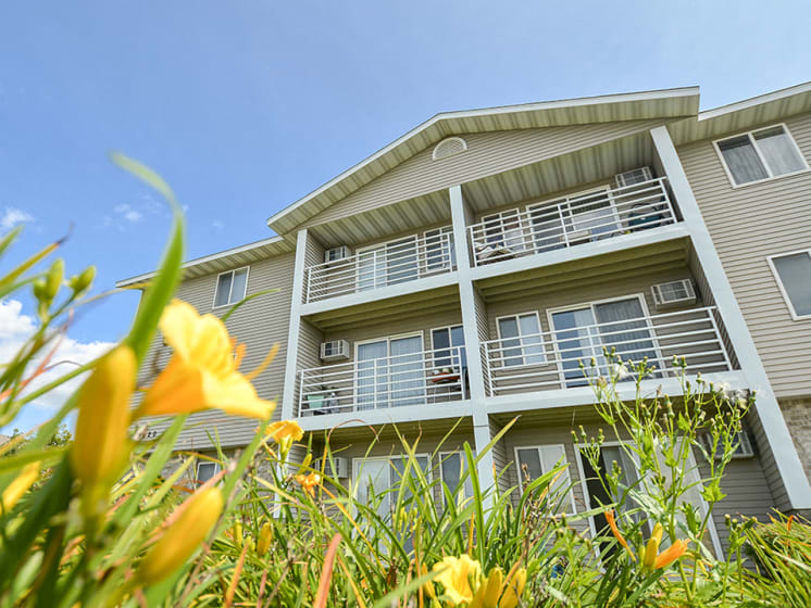 Wyndemere Apartment Homes with Exterior Patios or Balconies