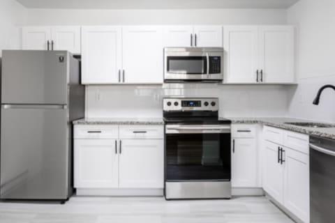 Atlantic Pointe Apartments kitchen