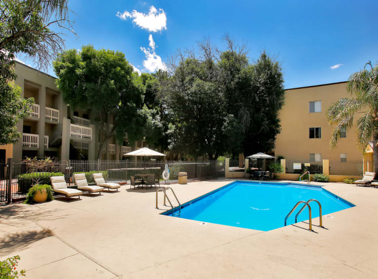 Huge pool and sun deck at Pavilions at Pantano in Tucson, AZ, For Rent. Now leasing 1, 2 and 3 bedroom apartments.