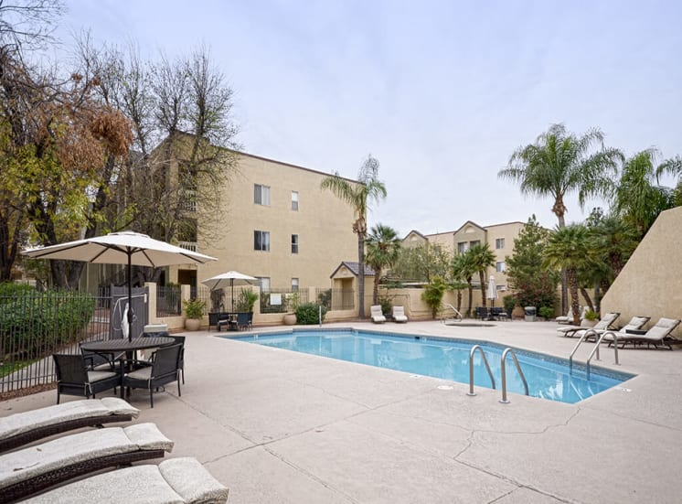 Pool and sun deck of Pavilions at Pantano in Tucson, AZ, For Rent. Now leasing 1, 2 and 3 bedroom apartments.
