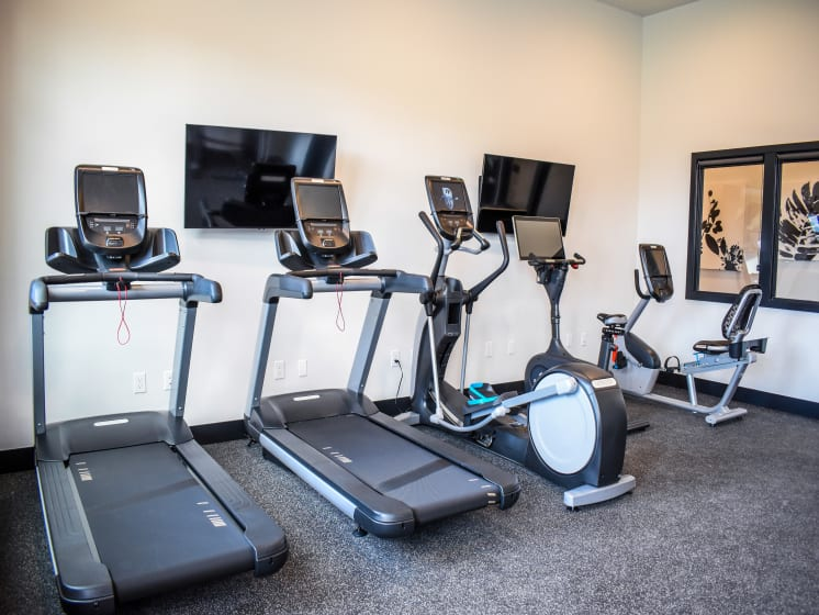 Apartments for Rent Everett - Manor Way Fitness Center with Cardio & Free Weights