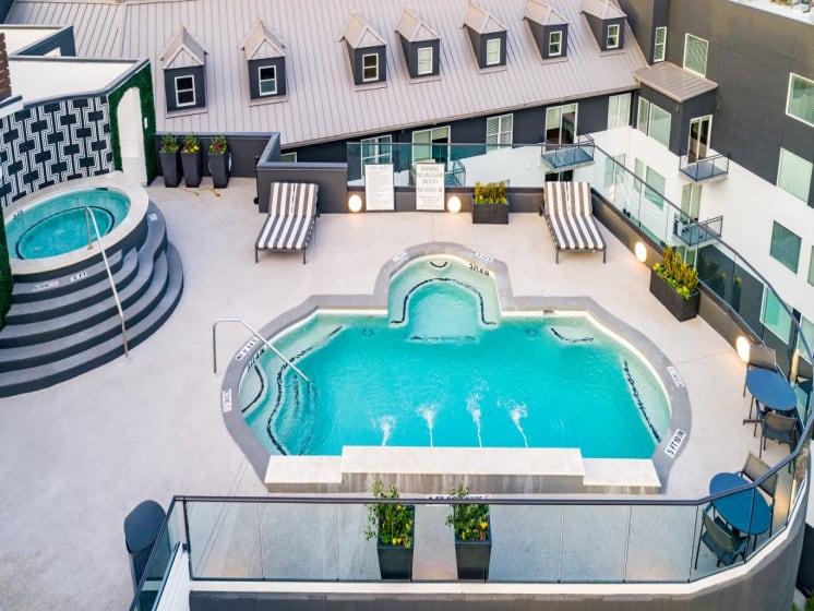 apartments in downtown houston with pool