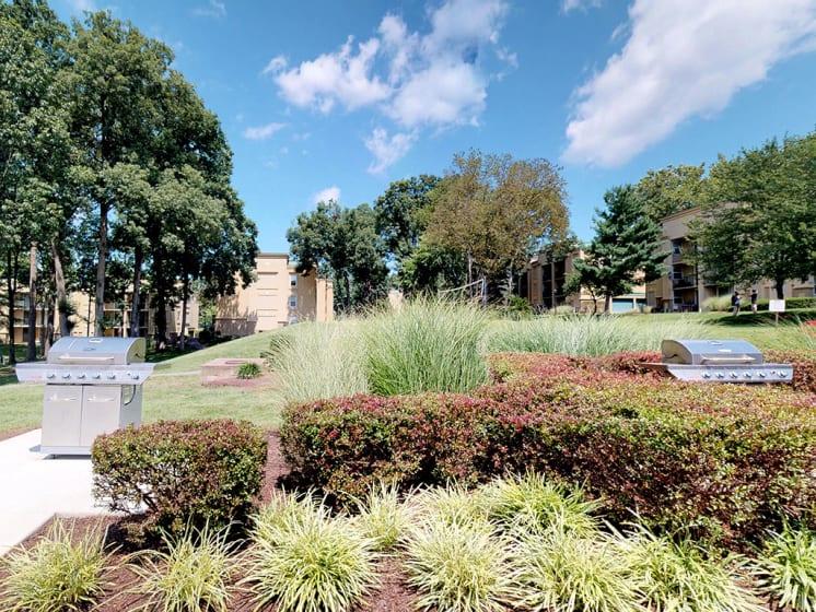 Outdoor BBQ Area And Picnic Garden at Stuart Woods, Herndon, Virginia