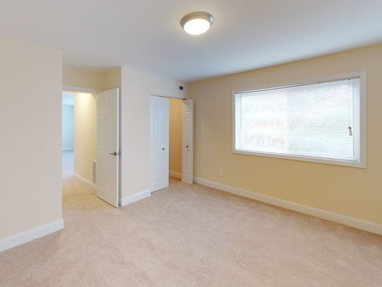 one bedroom interior view of apartments at Woodlee Terrace Apartments, Woodbridge, 22192