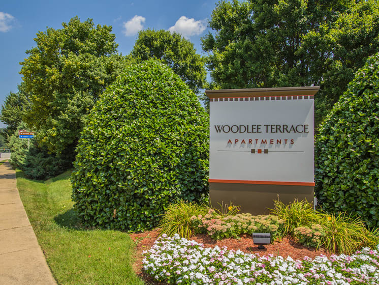 sign for woodlee terrace apartments at Woodlee Terrace Apartments, Woodbridge, VA, 22192