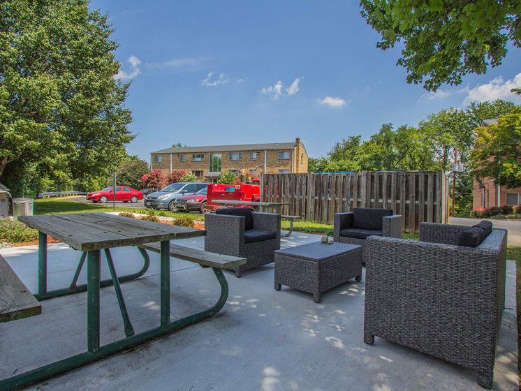 outdoor picnic area at Woodlee Terrace Apartments, Woodbridge, VA