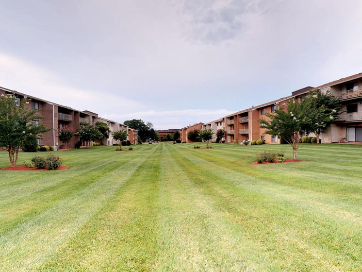 lawn area with exterior view of apartment complex at Gainsborough Court Apartments, Fairfax