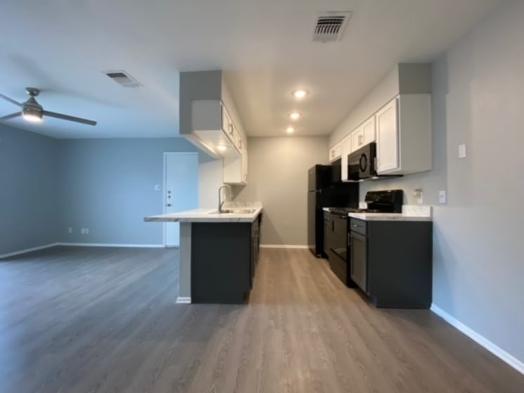 dining area in live oak apartments
