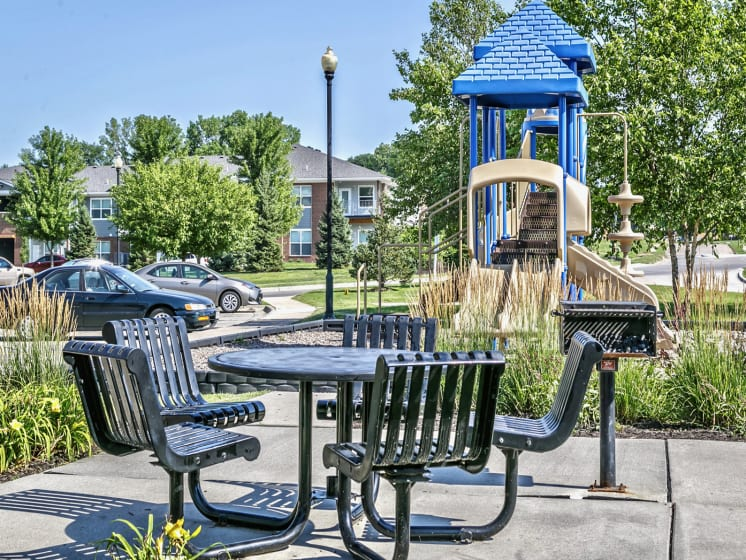 Outdoor Gathering Area by Pool at Landings Apartments, The, Bellevue, NE