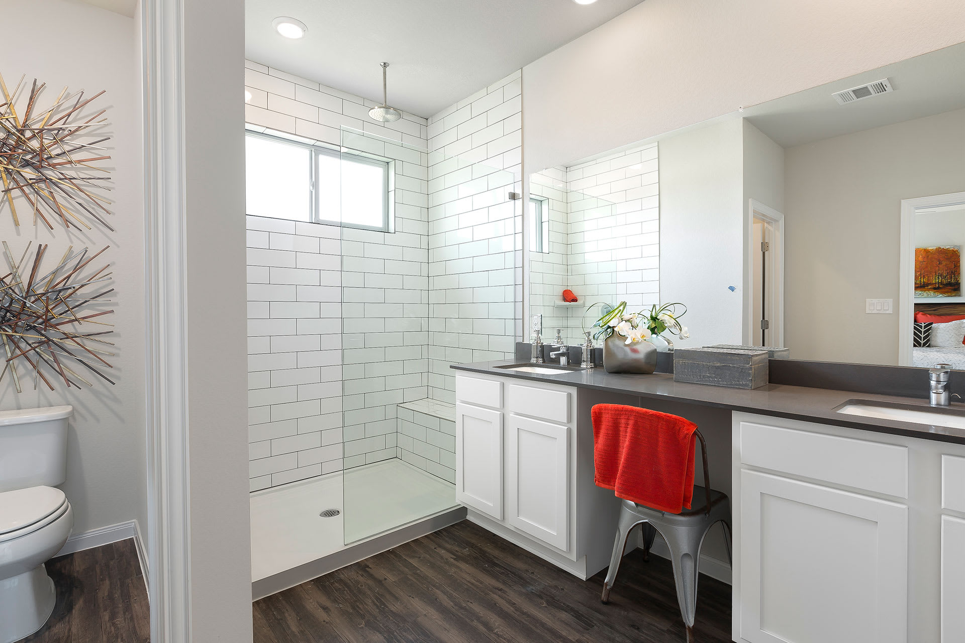 Rivers Edge Apartments Stand-up Showers