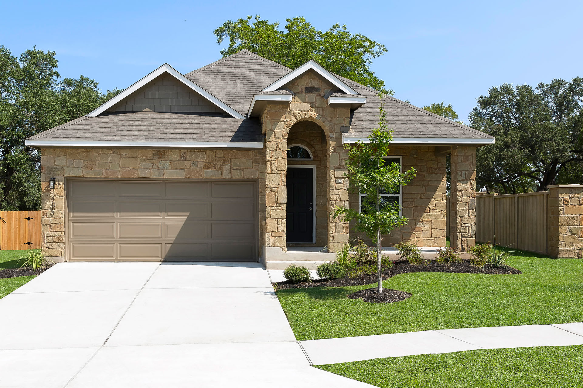 Rivers Edge Apartments Exterior Single and Double Story Options