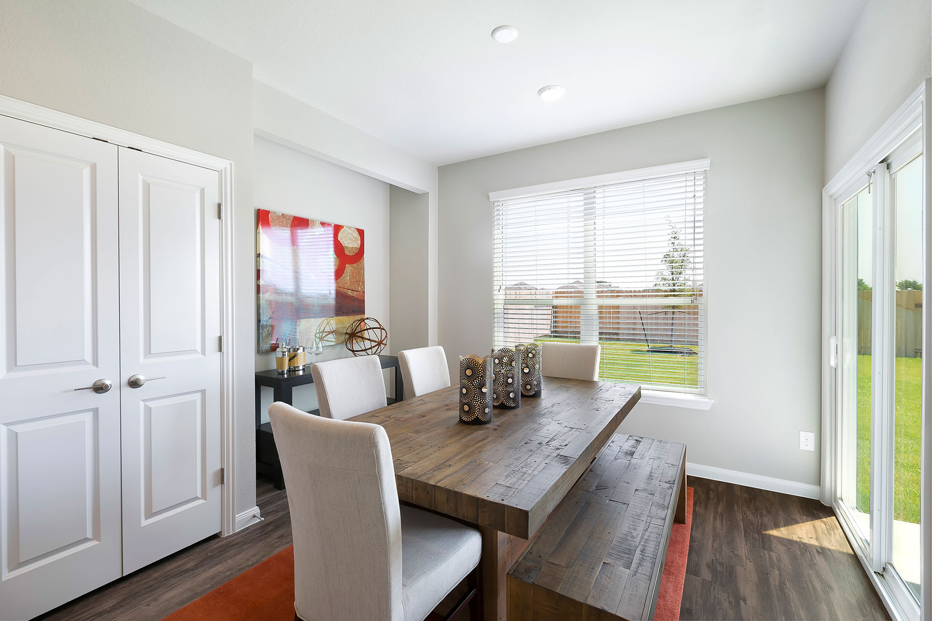 Rivers Edge Apartments Dining Space