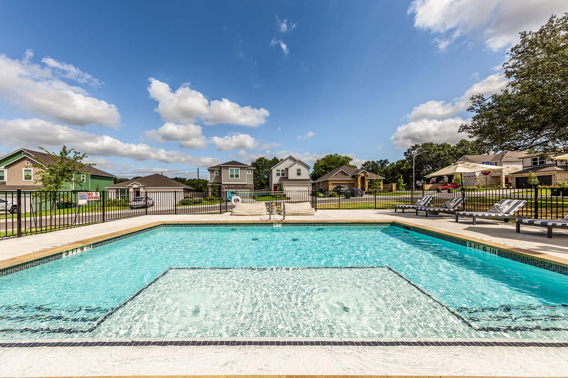 Rivers Edge Apartments Resort-Style Swimming Pool
