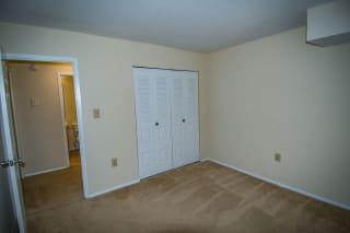 Oakton Park Two Bedroom With Den 2A Bedroom 04