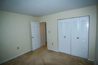 Oakton Park Two Bedroom With Den 2A Bedroom 05