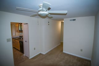 Oakton Park Two Bedroom With Den 2A Dining Area 02