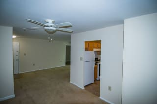 Oakton Park Two Bedroom With Den 2A Dining Area 03