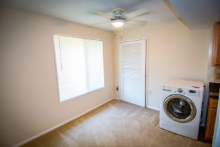 Oakton Park Two Bedroom With Den 2A Laundry Area 01