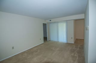 Oakton Park Two Bedroom With Den 2A Living Area 06