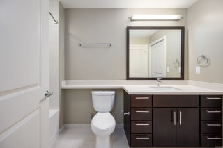 Verde Pointe Arlington VA Olive 1 Bedroom Bathroom