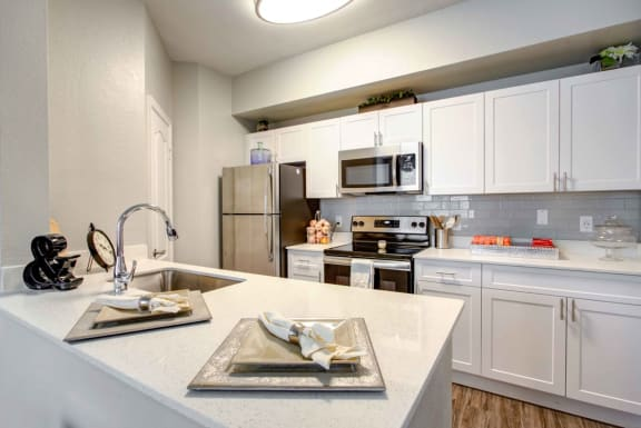 renovated kitchen with quartz countertops at tuscany bay apartments, tampa fl