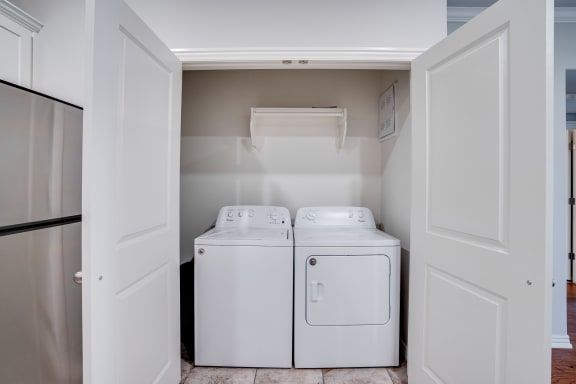 Closet With Washer & Dryer