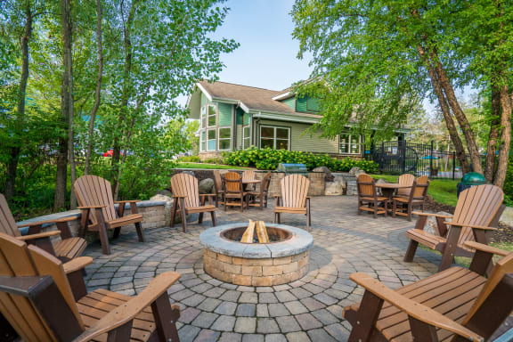 Outdoor Firepit & Grill Area