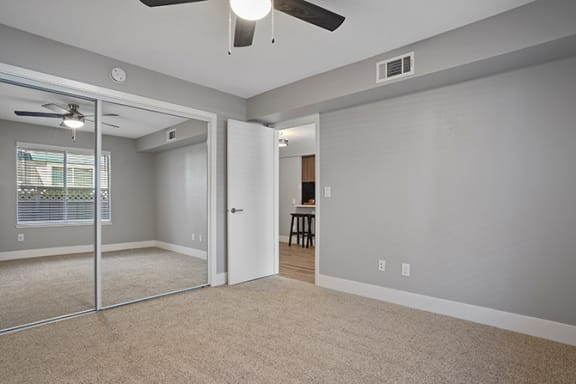 Carpeted Living Area at Clayton Creek Apartments, California, 94521