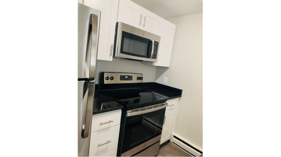 Taymil Yarmouth Green Updated Kitchen