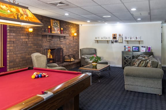 Game room  - Hampton in Highland Apartments