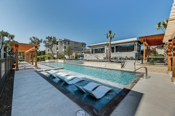 modern apartments off of slaughter for rent with a pool