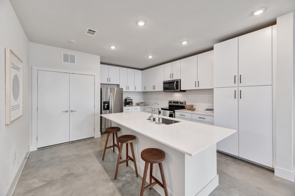 modern apartments off of slaughter with spacious floor plans