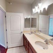 Dual Sinks Large Bath