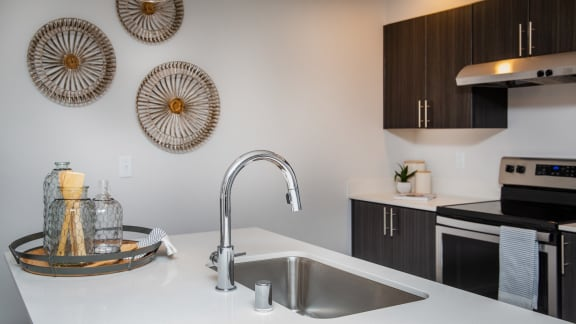 quartz countered island and high-end finishes