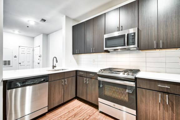 Upscale appliances at Windsor at Liberty House, Jersey City, NJ