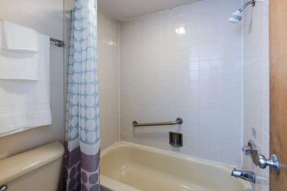 studio bath at Plato's Cave Apartments Branson, MO 65616