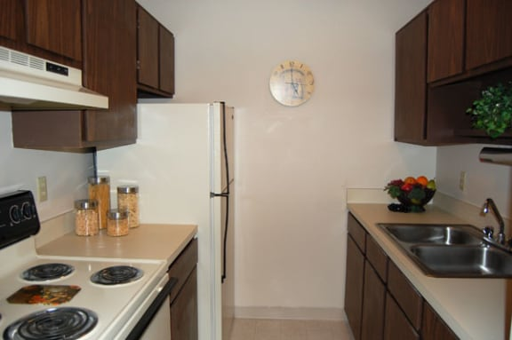 Electric Range Offered at Hickory Village Apartments in Mishawaka, IN