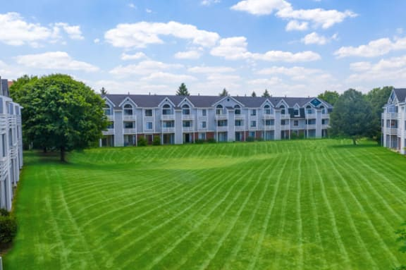 Expertly Maintained Grounds at Indian Lakes Apartments in Mishawaka, IN