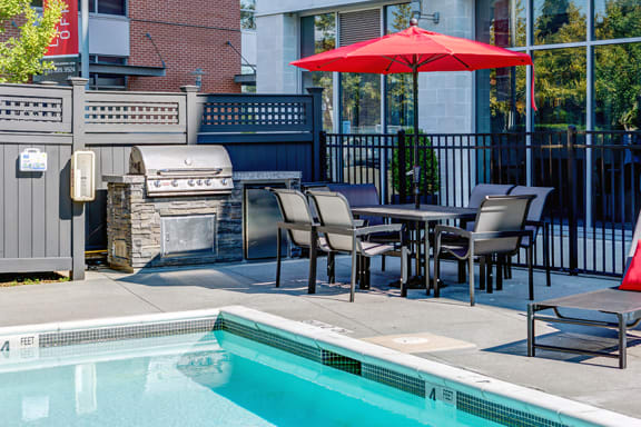The Sheffield pooslide patio with grilling station