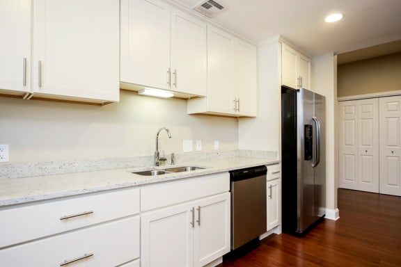 Harbor Hill Apartments white cabinets